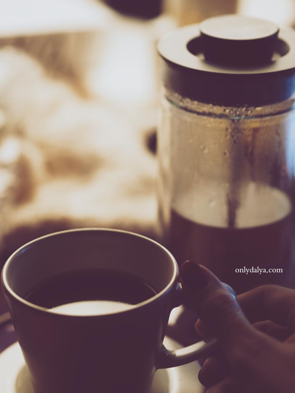 coffee , night , قهوة ، ليل، شتا ، حب ، امراه ، يد ،